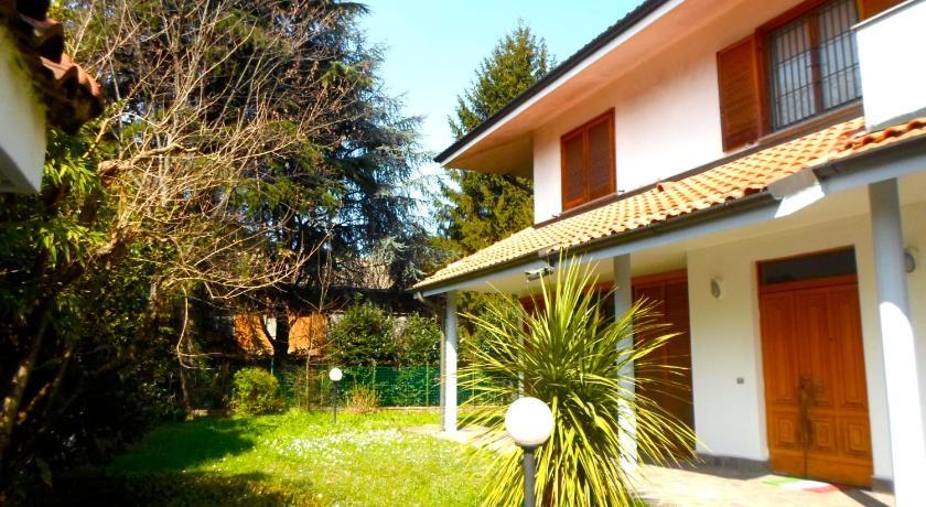 Awesome maison du monde via giacomo puccini cesano boscone for Maisons du monde email