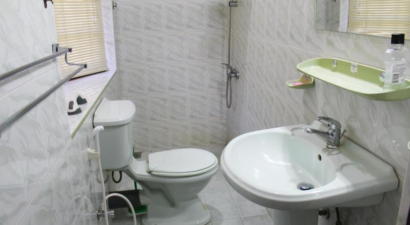 Deluxe Double Room - Bathroom Kandy Bliss Lounge
