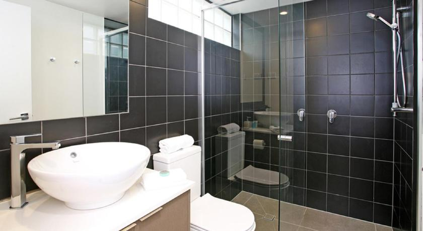 Bathroom H1B 3BR Bulimba - Uptown Apartments