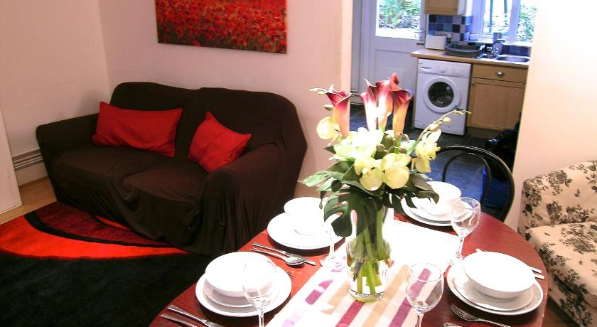 Clarendon Town House - Sleeps up to 10 guests