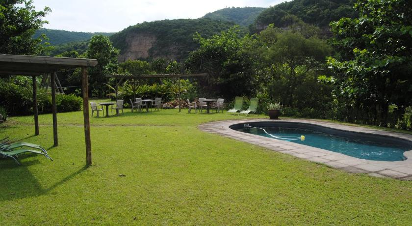 Swimming pool Wellvale Resort