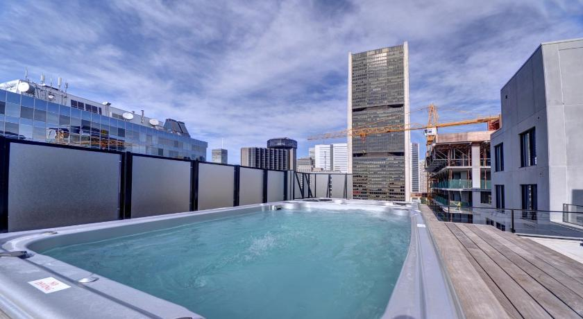 Swimming pool One Bedroom Apartment - Old Montreal