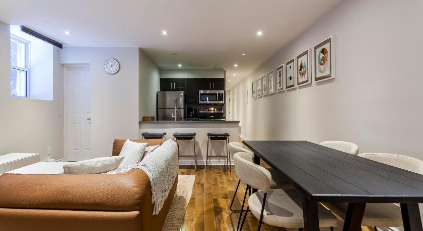 Four-Bedroom on Rue Sainte Famille Apt 2