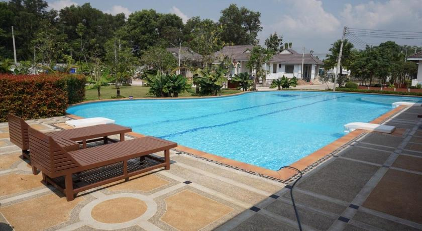Swimming pool Suanson Holiday Home