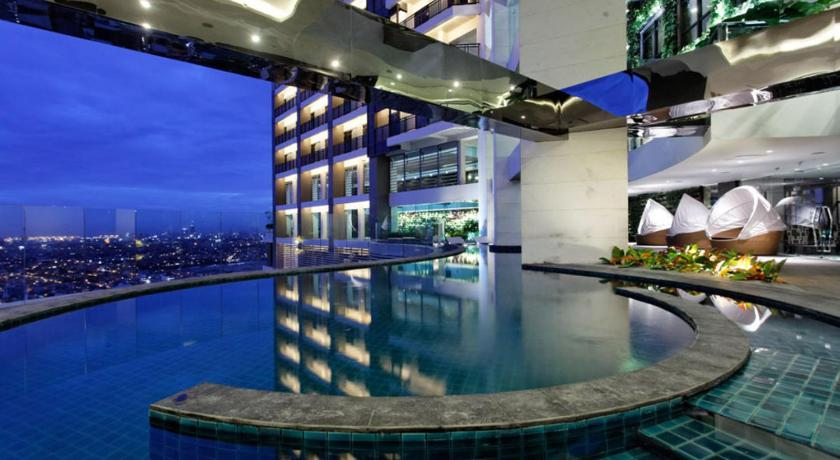 Swimming pool Seven Doors Aparthotels in Gramercy Makati