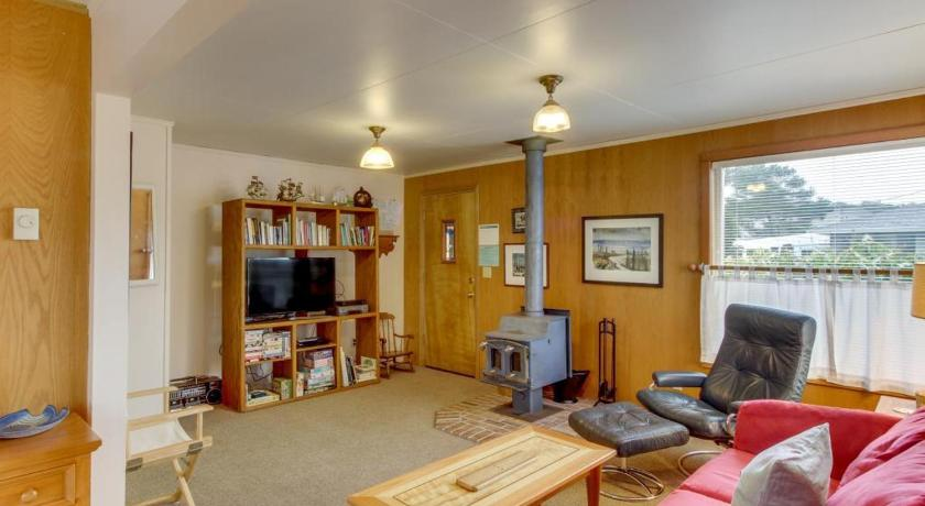 Manzanita Downtown Cabin