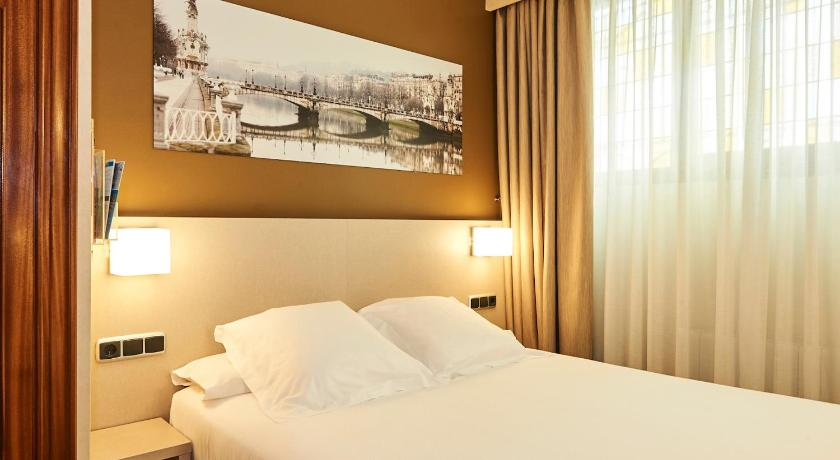 Single Room - Interior Facing - Guestroom Hotel Parma