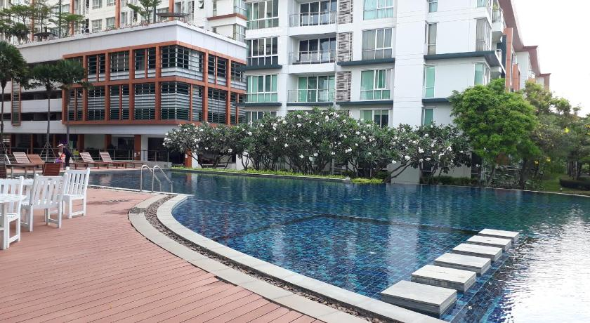 Swimming pool River View Condo @ Ratburana