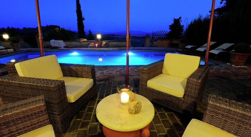 Swimming pool Villa Peccioli