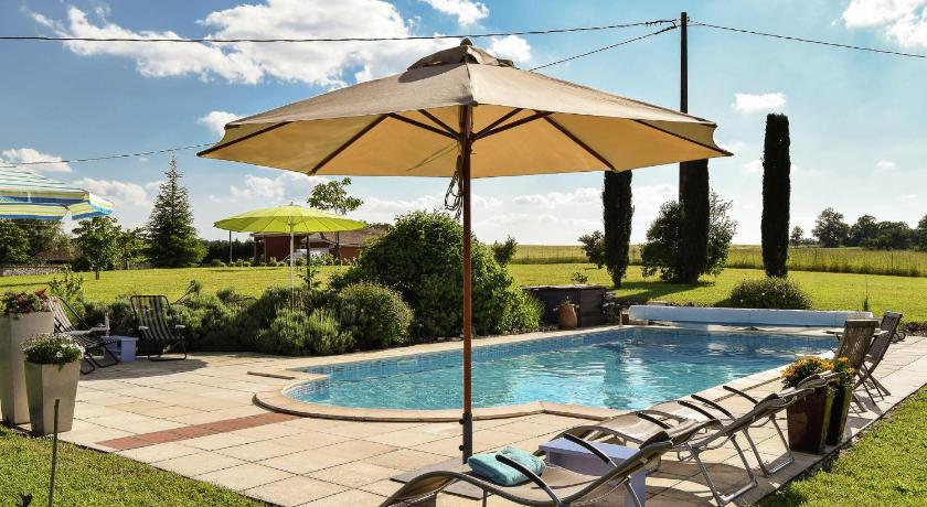 Swimming pool Two-Bedroom Holiday home Saint Eutrope De Born
