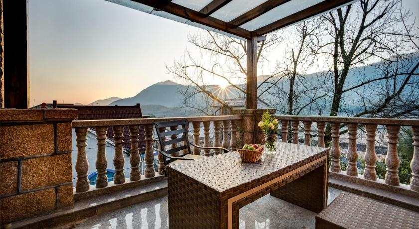 Balcony/terrace Remote Mountain Over Evas