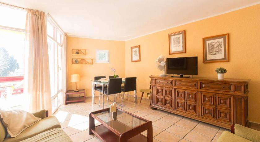 Apartment with pool view Corcega Ref. 1066