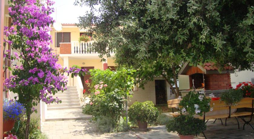 Best Price on Apartments Villa Martin in Donje Petrcane + Reviews!