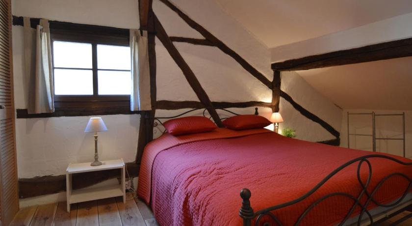 Six-Bedroom Holiday Home - Guestroom Le Gite De Julienne