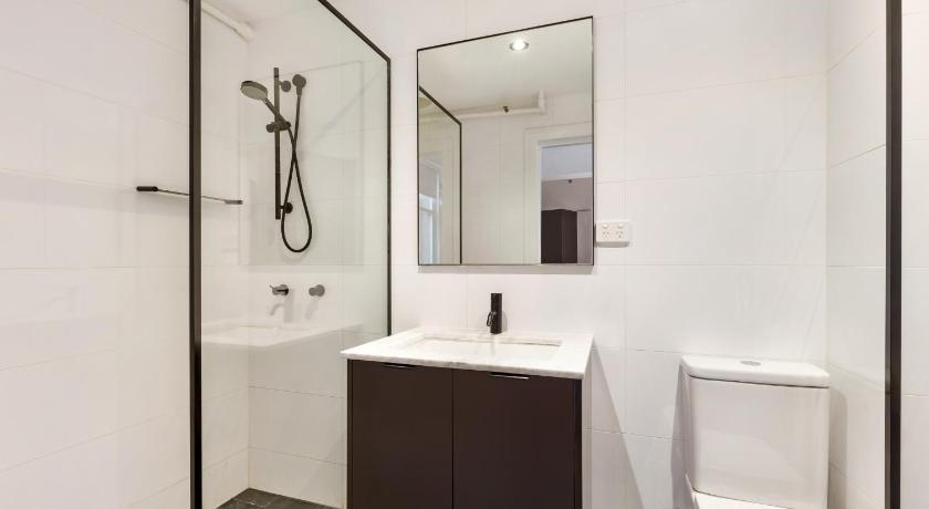 Bathroom ELIZABETH BAY FULLY SELF CONTAINED MODERN STUDIO BED APARTMENT (5BAY)