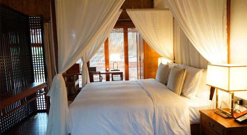 Double Room with Patio - Guestroom Relais & Chateaux Seven Villas Hangzhou Resort