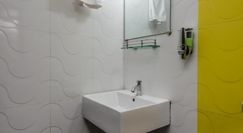 Bathroom OYO 7989 Hotel Sunshine