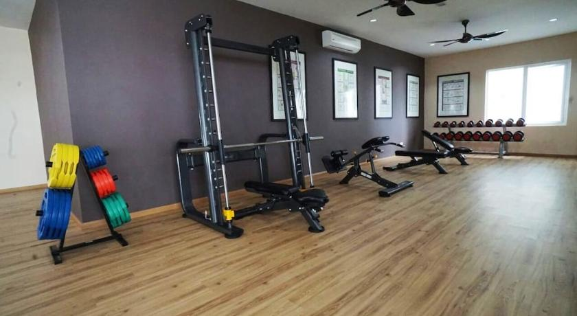 fitness centrum The Wharf Waterfront Apartment