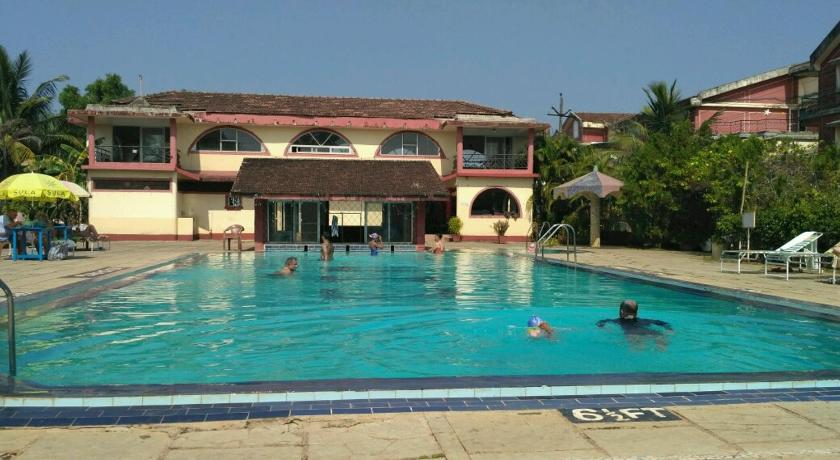 Swimming pool Well furnished apartment near Zalor beach