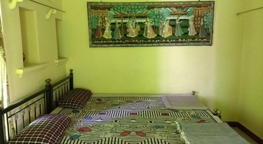 Budget Double Room - Guestroom Homestay near Jagdish Temple