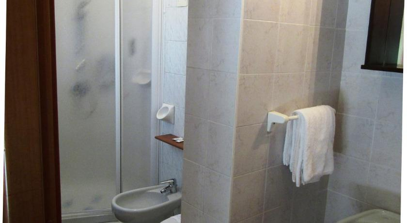 Double Room with Balcony - Shower Hotel Menapace