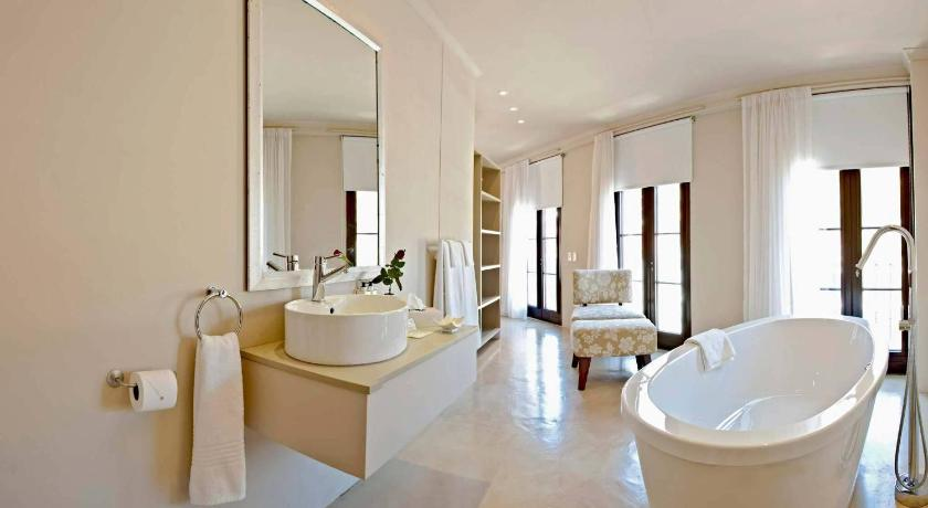 Baño Rouge on Rose Boutique Hotel