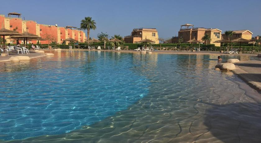 مسبح Three-Bedroom Apartment at Marina Wadi Degla