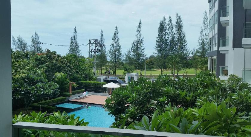 Apartment with Sea View Baan View Viman Apt 203