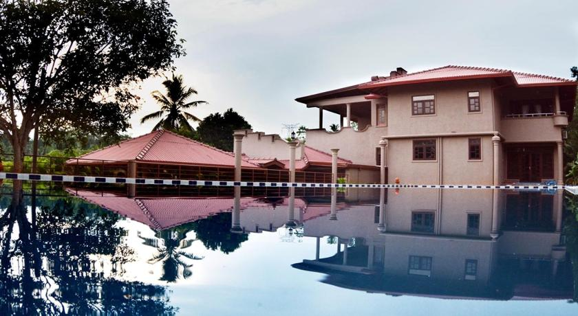 Swimming pool Ayurveda Lush Life Villa - Galle, Sri Lanka