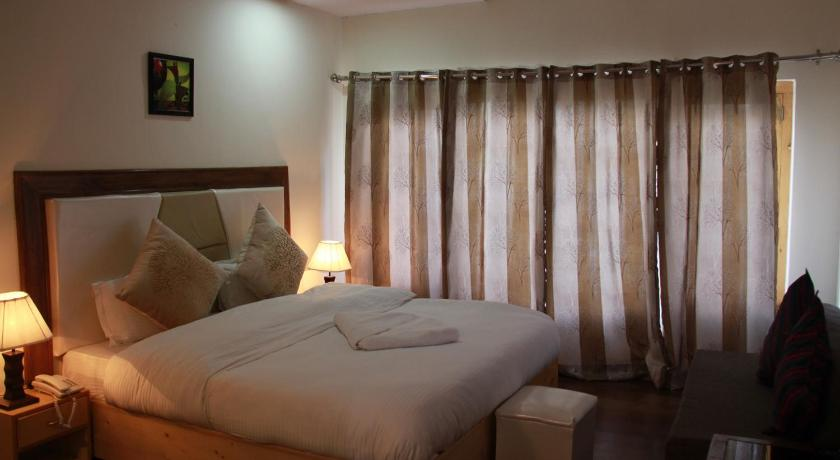 Double Room with Balcony - Guestroom Kunzang Hotel
