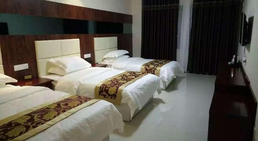 Triple Room Zhonghe Business Hotel