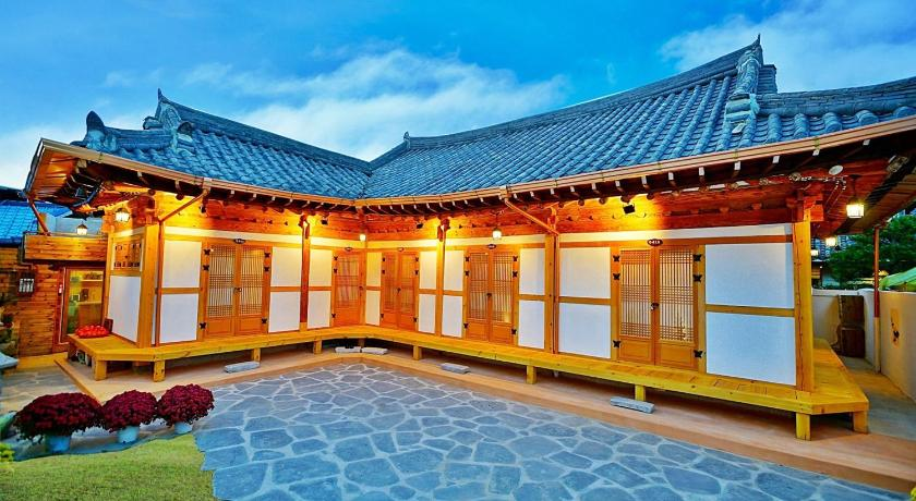 More about Jeonju Hanok House