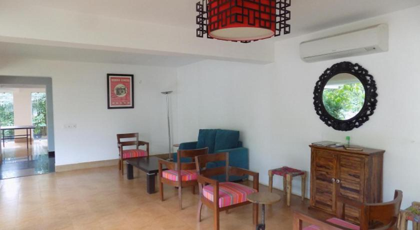 Lobby 1BHK Apartment With Balcony La Quinta: CM065