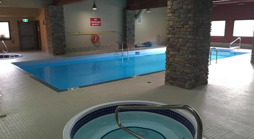 Swimming pool Spruce Hill Resort & Spa