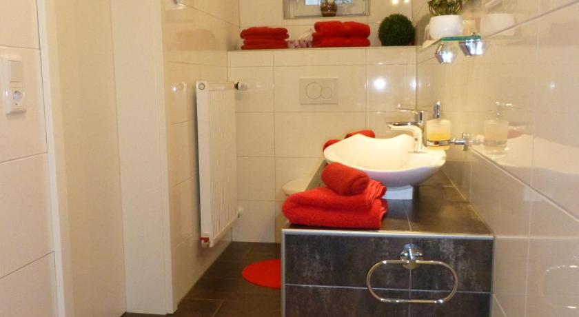 Double Room - Bathroom Immensee