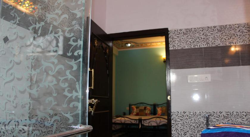 Deluxe Single Room with Balcony - Bathroom Court Shekha
