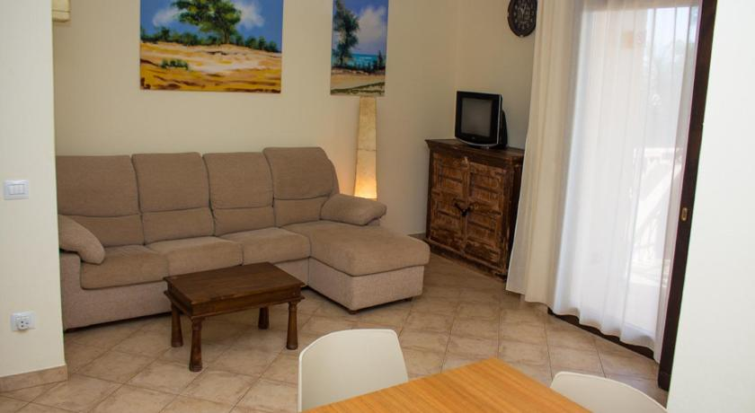 2 Bedroom Apartment - Tropical Resort