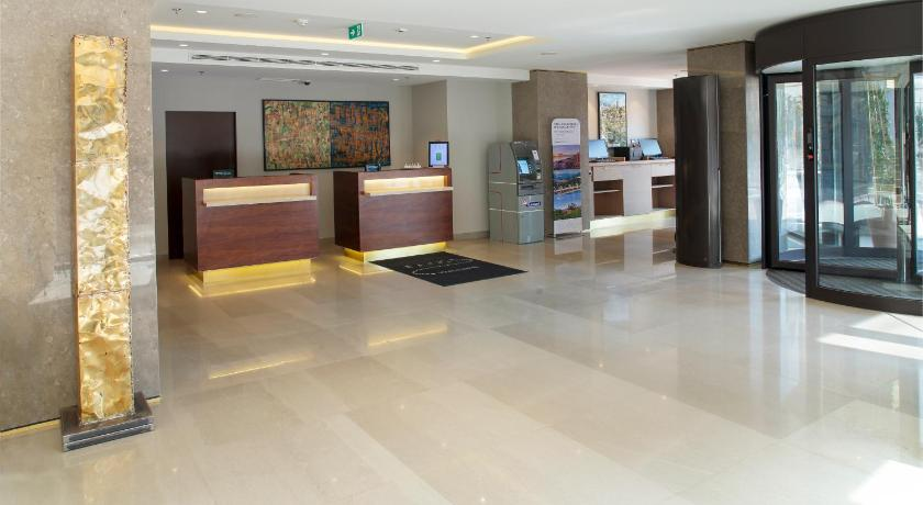 Лоби Courtyard by Marriott Belgrade City Center