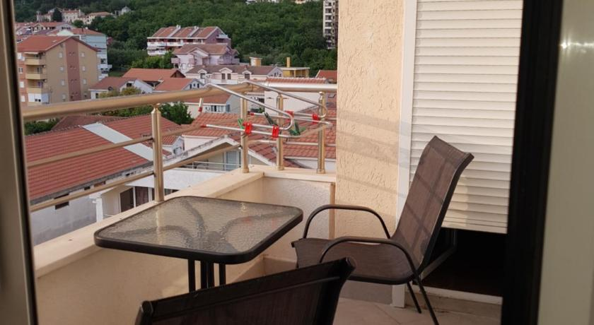 Two-Bedroom Apartment - Balcony/terrace Apartman Ana
