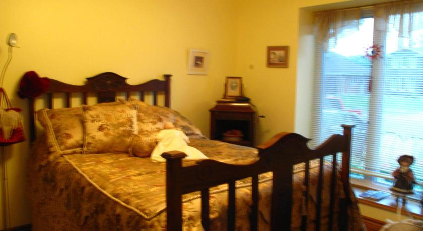 Double Room with Shared Bathroom - Guestroom Twin Lakes Retreat Bed and Breakfast