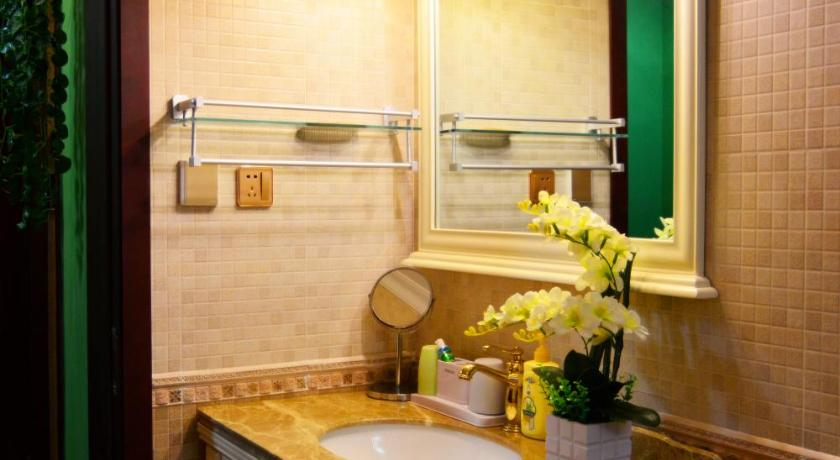 Two-Bedroom Apartment - Bathroom Century City Second Apartment