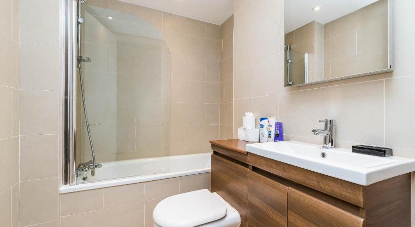 Bathroom Spectacular 2BR Flat Close to Russell Square