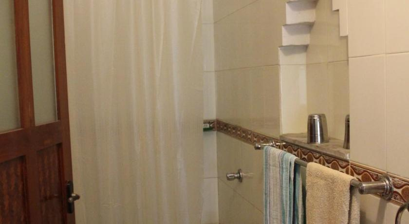 Double Room with Private Bathroom - Guestroom Basis Reisen