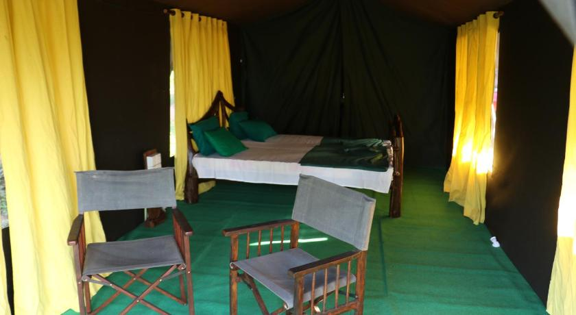 Deluxe Double or Twin Room with Lake View - Guestroom Yala Thambarawa Camp