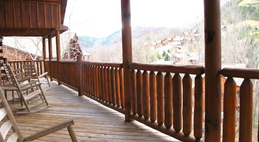 Smoky Mountain Hideaway - Seven Bedroom Cottage