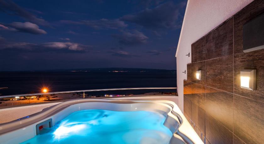 Captivating Apartment With Sea View And Hot Tub, Magis Blue 13 Put Radoševca Split ...