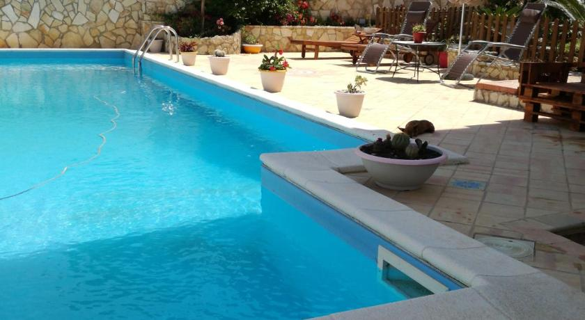 Swimming pool B&B Delle Muse