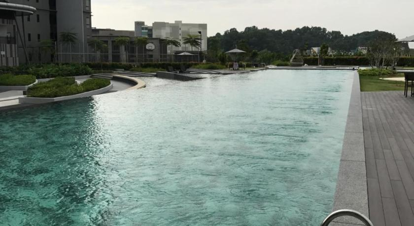 Swimming pool Hyve Cyber Bistari