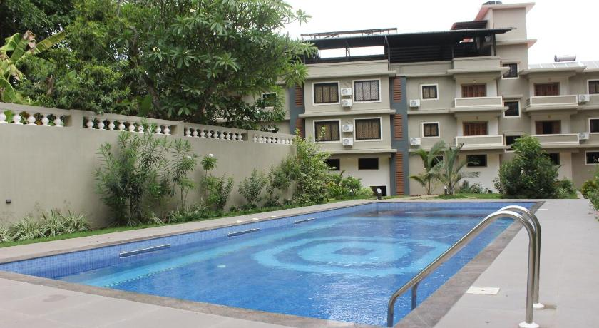 Swimming pool OYO Studios 1km from Calangute Beach