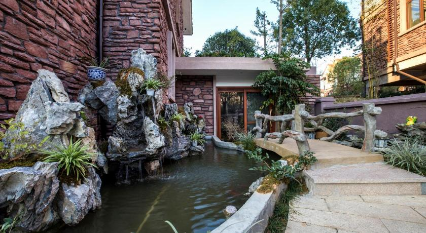 Wuyi Mountain Waterside Villa Hotel